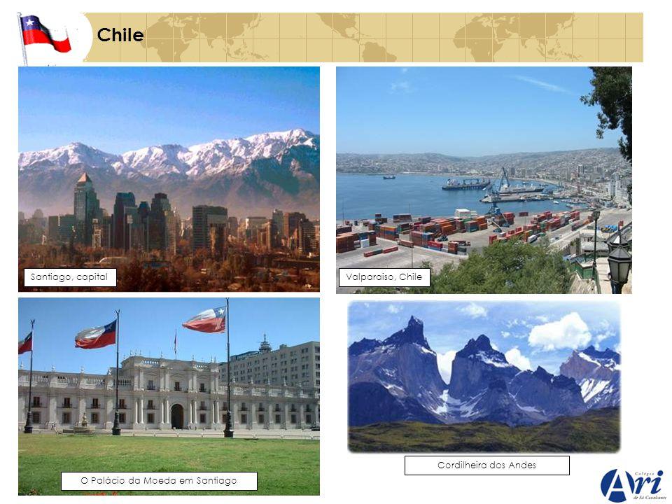 Chile Santiago, capitalValparaiso, Chile O Palácio da Moeda em Santiago Cordilheira dos Andes