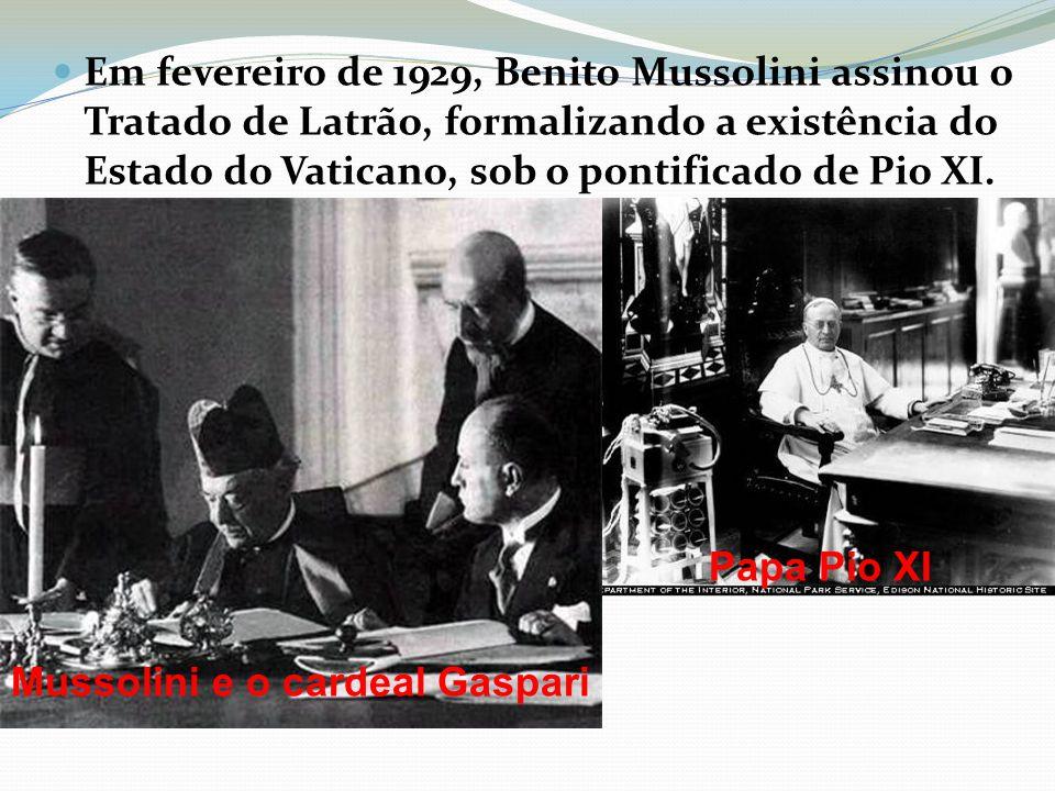Em fevereiro de 1929, Benito Mussolini assinou o Tratado de Latrão, formalizando a existência do Estado do Vaticano, sob o pontificado de Pio XI. Muss