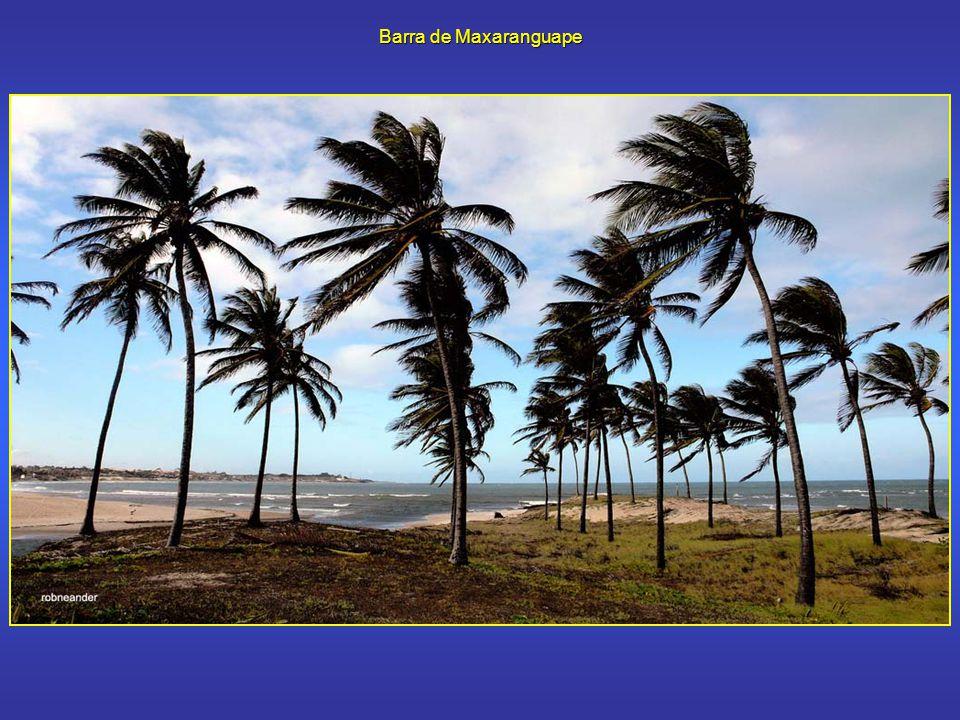 Maxaranguape Maxaranguape é um município litorâneo do estado do Rio Grande do Norte, localizado a poucos quilômetros ao norte de Natal, capital do estado, na Costa das Dunas.
