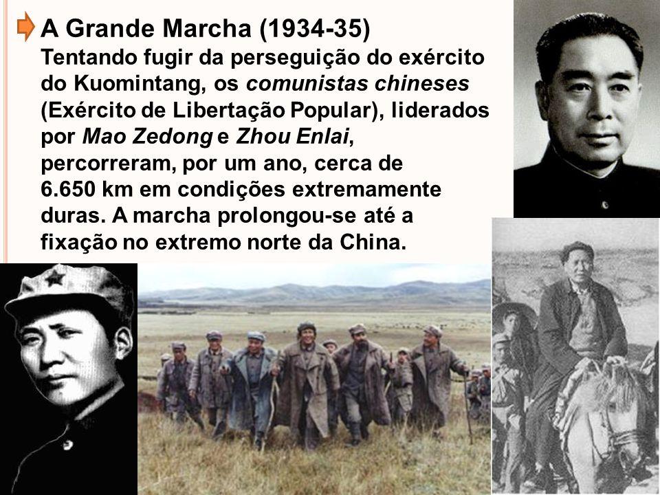 A Grande Marcha (1934-35) Tentando fugir da perseguição do exército do Kuomintang, os comunistas chineses (Exército de Libertação Popular), liderados