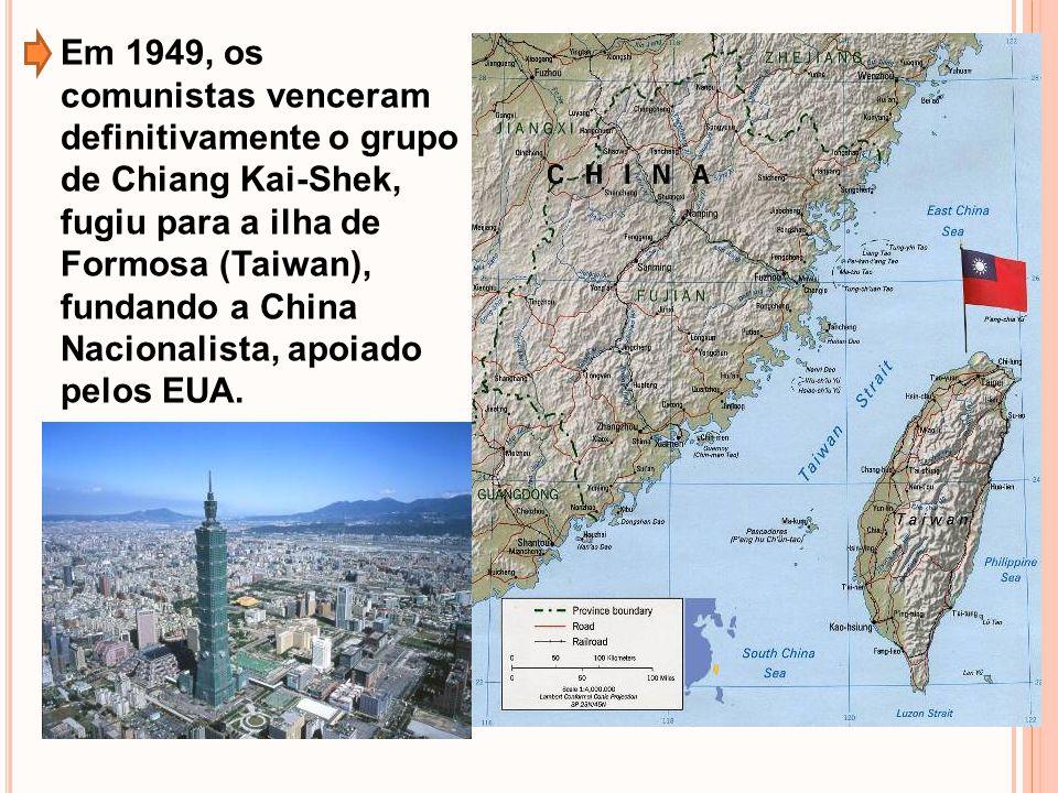 Vitorioso, Mao Tsé-Tung estabeleceu laços de amizade e cooperação com o governo soviético; Após, a morte de Stálin (1953), não aceitando a proposta de coexistência pacífica de Kruschev, a China rompeu com a URSS (1964); Mapa da República Popular da China