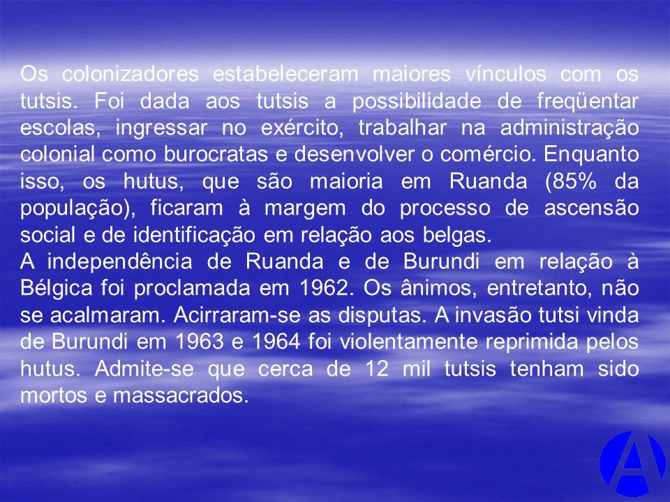Os colonizadores estabeleceram maiores vínculos com os tutsis. Foi dada aos tutsis a possibilidade de freqüentar escolas, ingressar no exército, traba