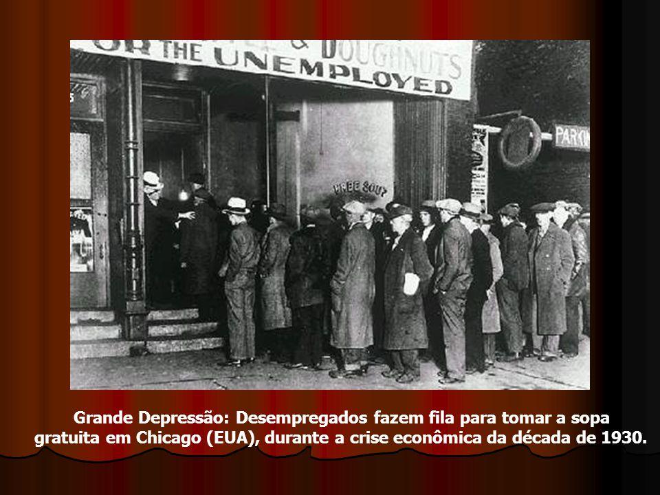 Grande Depressão: Desempregados fazem fila para tomar a sopa gratuita em Chicago (EUA), durante a crise econômica da década de 1930.