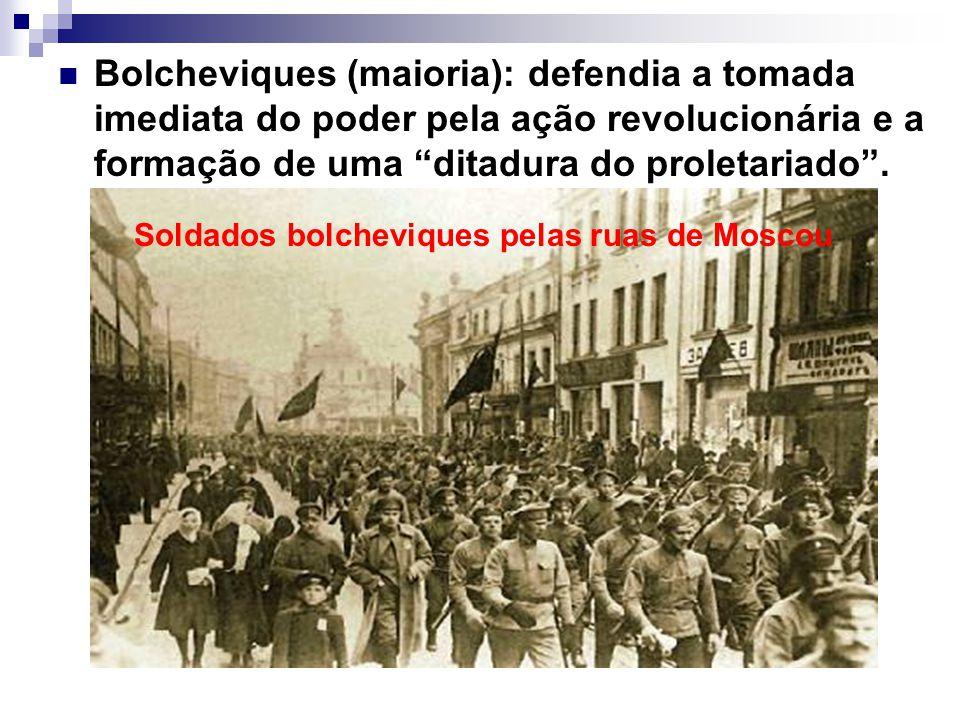 Bolcheviques (maioria): defendia a tomada imediata do poder pela ação revolucionária e a formação de uma ditadura do proletariado. Soldados bolcheviqu