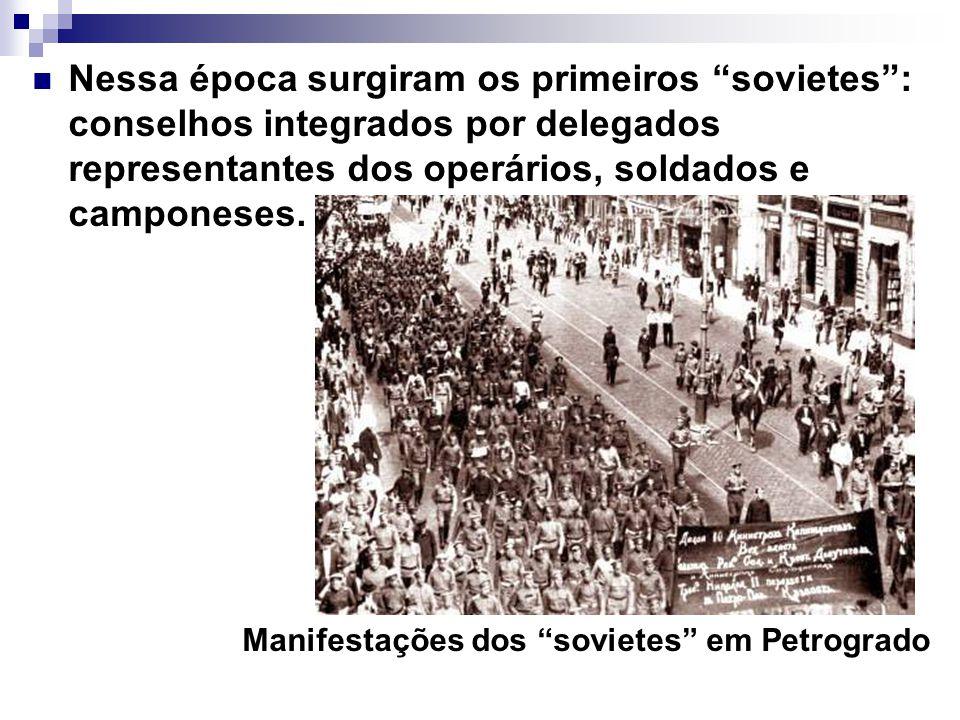 Nessa época surgiram os primeiros sovietes: conselhos integrados por delegados representantes dos operários, soldados e camponeses. Manifestações dos