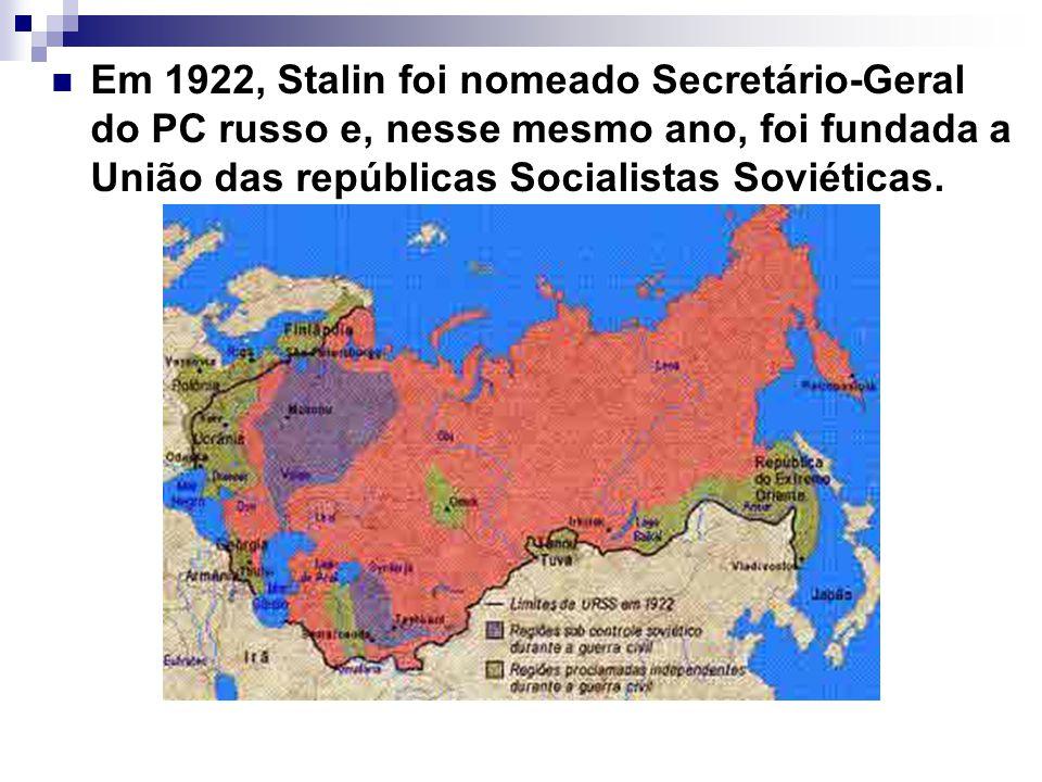 Em 1922, Stalin foi nomeado Secretário-Geral do PC russo e, nesse mesmo ano, foi fundada a União das repúblicas Socialistas Soviéticas.