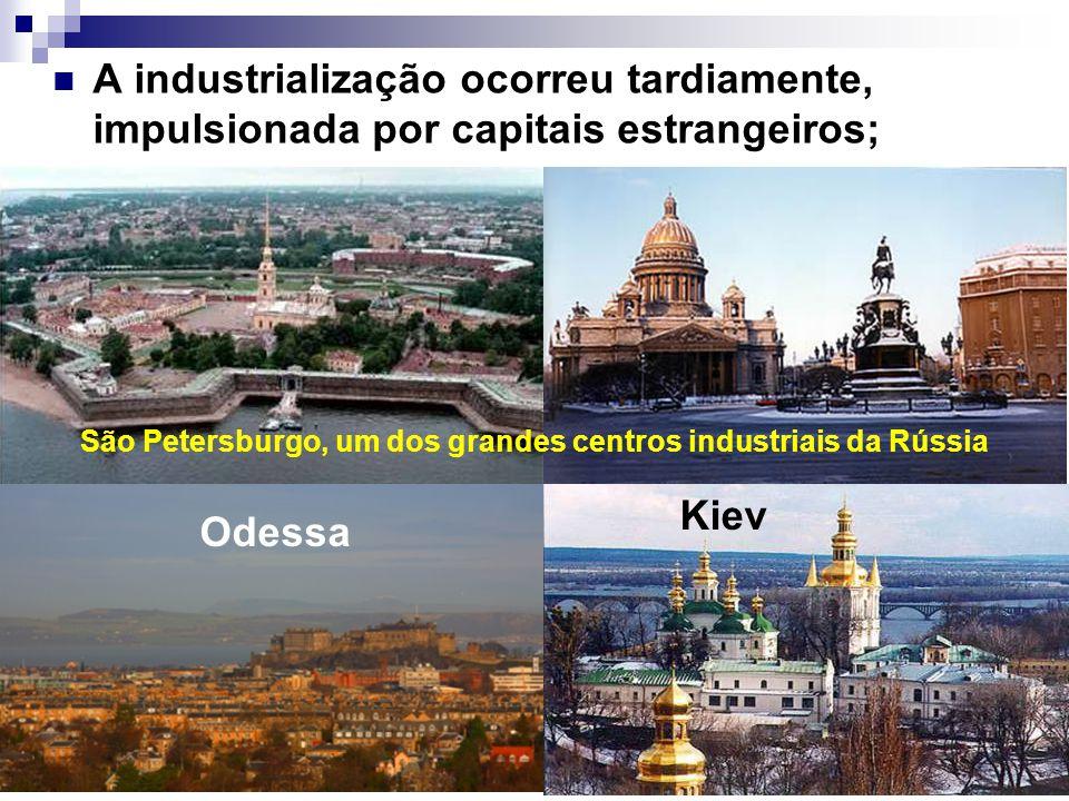 A industrialização ocorreu tardiamente, impulsionada por capitais estrangeiros; Kiev São Petersburgo, um dos grandes centros industriais da Rússia Ode
