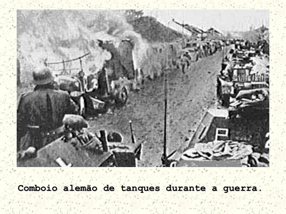 Comboio alemão de tanques durante a guerra.