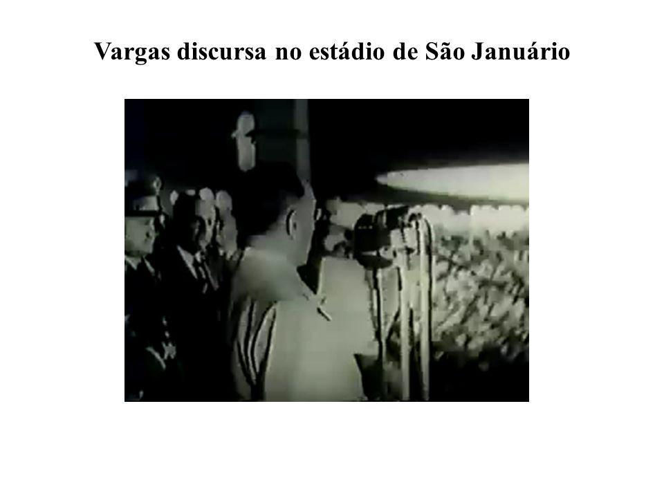 Vargas discursa no estádio de São Januário