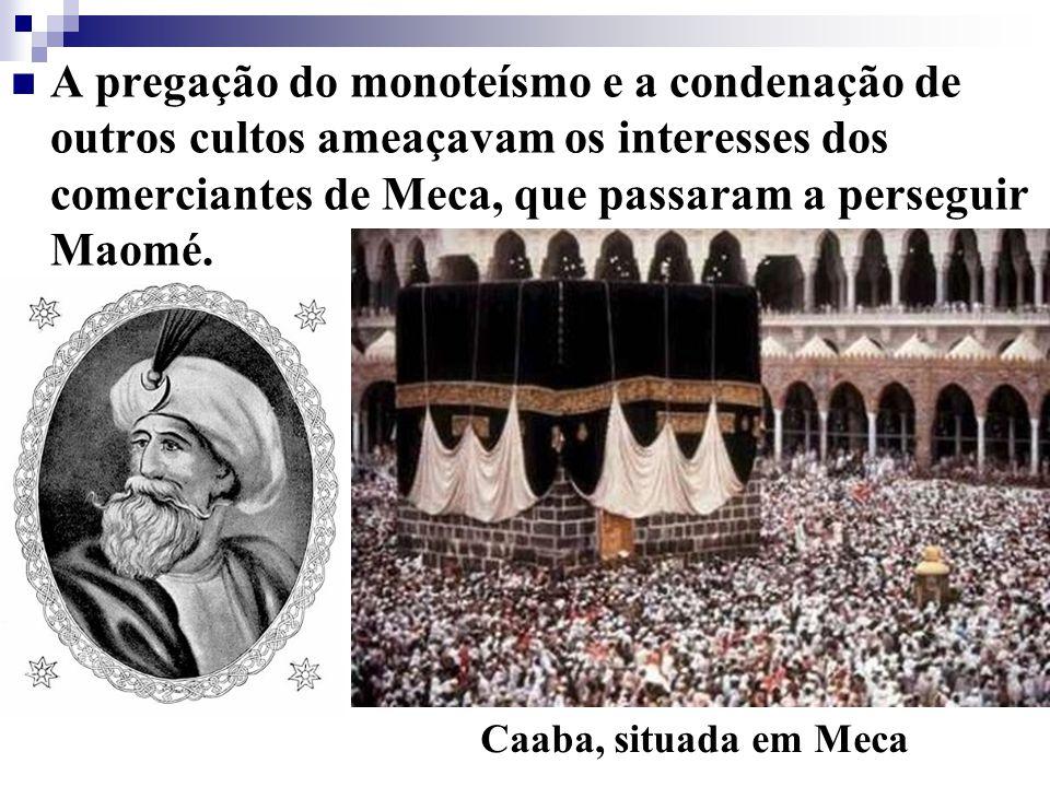 A pregação do monoteísmo e a condenação de outros cultos ameaçavam os interesses dos comerciantes de Meca, que passaram a perseguir Maomé. Caaba, situ