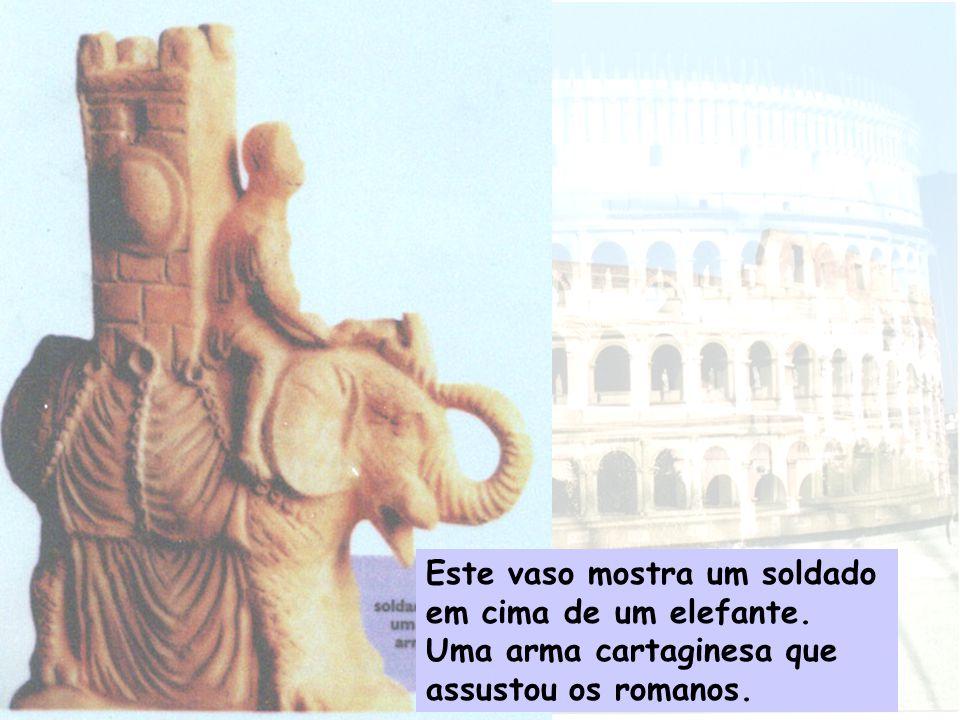 Este vaso mostra um soldado em cima de um elefante. Uma arma cartaginesa que assustou os romanos.