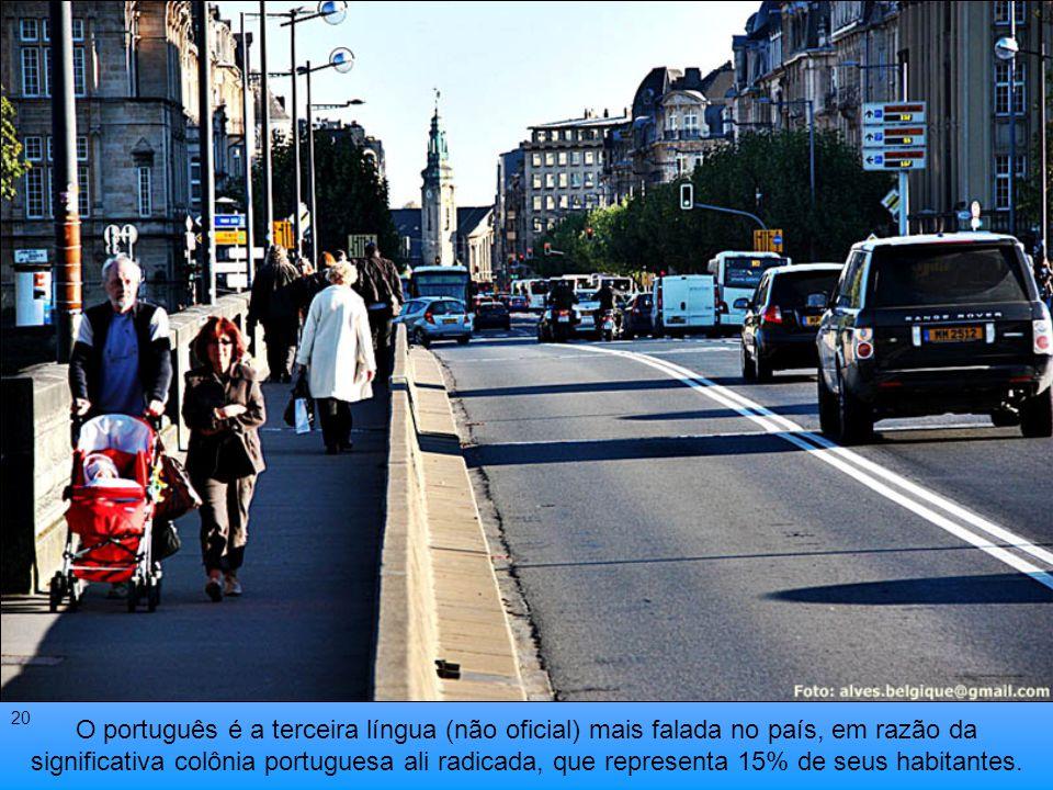 As línguas oficiais são: o Francês, o Alemão e o Luxemburguês 19