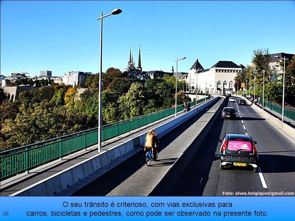 O uso da bicicleta, como na maioria dos países europeus, é amplamente incentivado pelo Governo 38