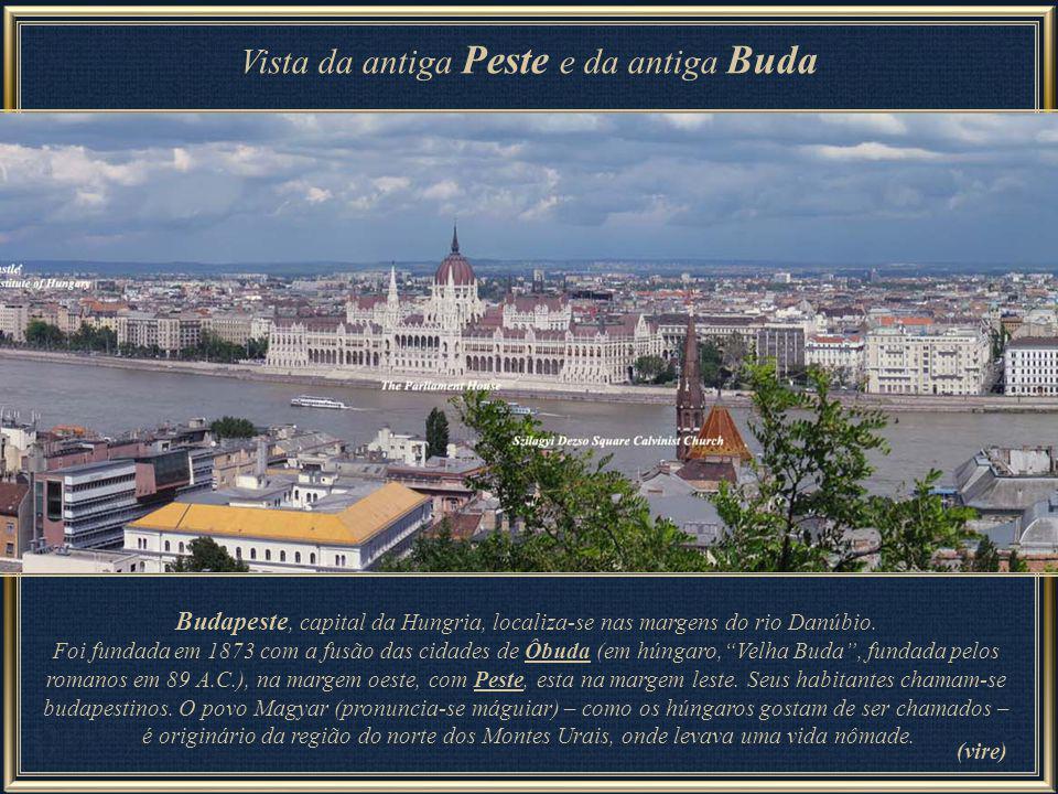 Vista da antiga Peste e da antiga Buda Budapeste, capital da Hungria, localiza-se nas margens do rio Danúbio.