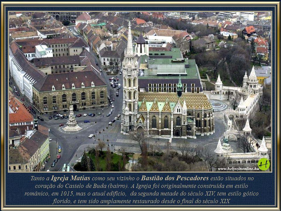 Derivando-se o foco para 45º à direita, mantém-se a imagem do Castelo e já se divisa parte de outra edificação histórica de Budapeste – Bastião dos Pe