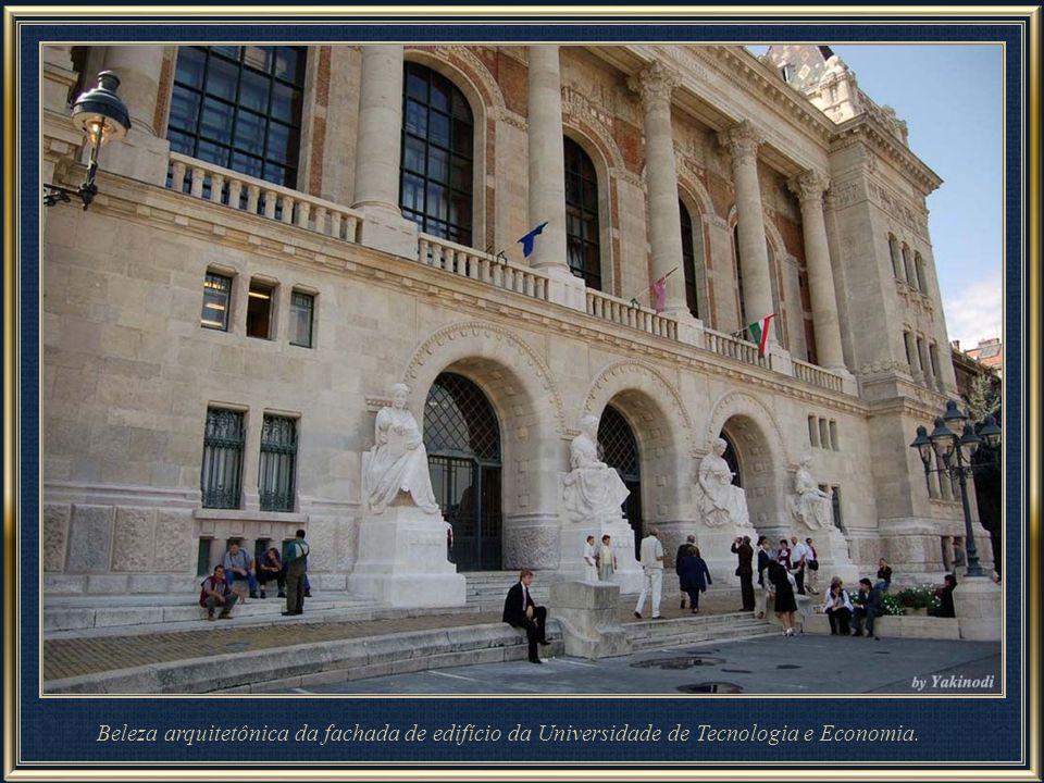 A Universidade de Budapeste de Tecnologia e Economia, em húngaro abreviado como BME, e em Inglês BUTE - abreviatura oficial, foi fundada em 1782. É a