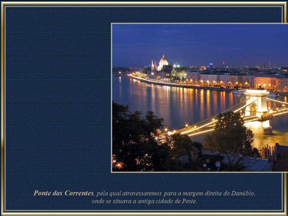 Vistas as atrações principais de Budapeste do lado esquerdo do rio Danúbio e descendo a Colina Buda, volta-se ao nível das margens desse rio para segu