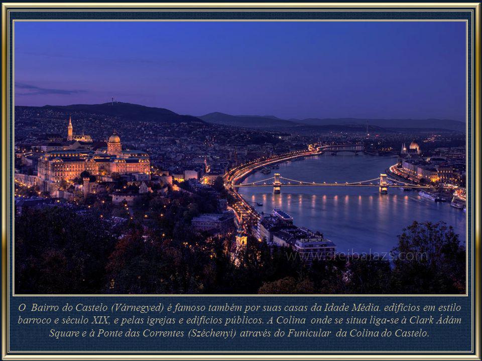 Junto à estátua da Liberdade se encontra a Citadella, construída pelos Habsburgos após a guerra de independência 1848-1849.