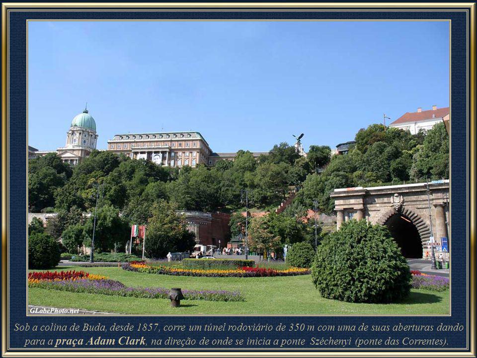 Castelo de Buda – outra das muitas obras de arte e beleza que decoram o Palácio Real.