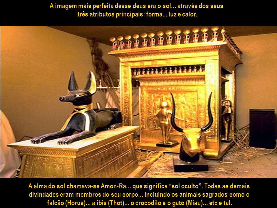 Havia cerca de mil deuses... alguns sofrendo uma humanização lenta e incompleta – cabeças de animais em corpos humanos... como Anúbis - Horus – Montu