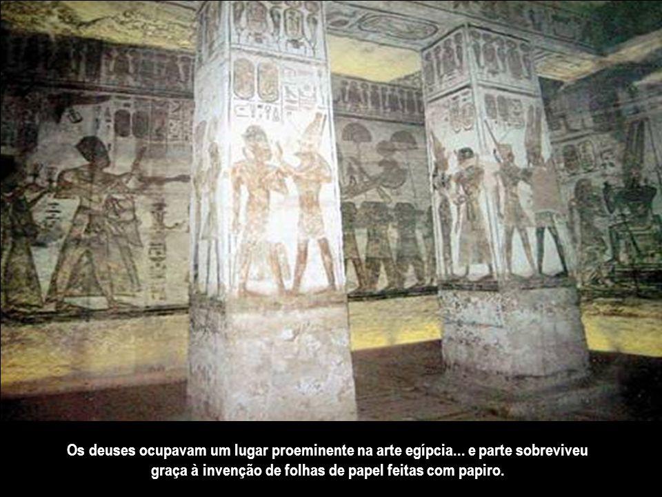 A alma do sol chamava-se Amon-Ra... que significa sol oculto. Todas as demais divindades eram membros do seu corpo... incluindo os animais sagrados co