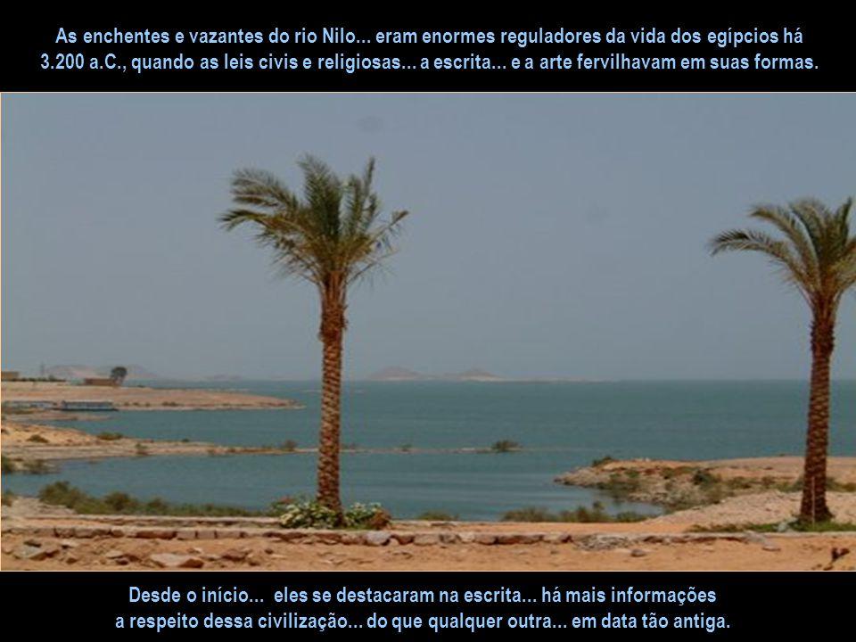 Em épocas remotas... onde se sentava ao trono... o rei OSÍRIS... uma faixa do deserto... às margens do rio Nilo... transformou-se lentamente em um oás