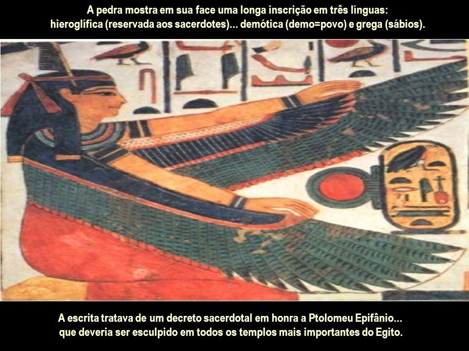 Somente no início do século XIX...através da Pedra de Roseta foi decodificada essa caligrafia...