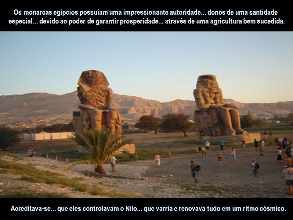 É interessante saber que... no apogeu do Novo Império... sentou-se ao trono do faraó uma mulher – Hatshepsut – esse período foi considerado o ápice da