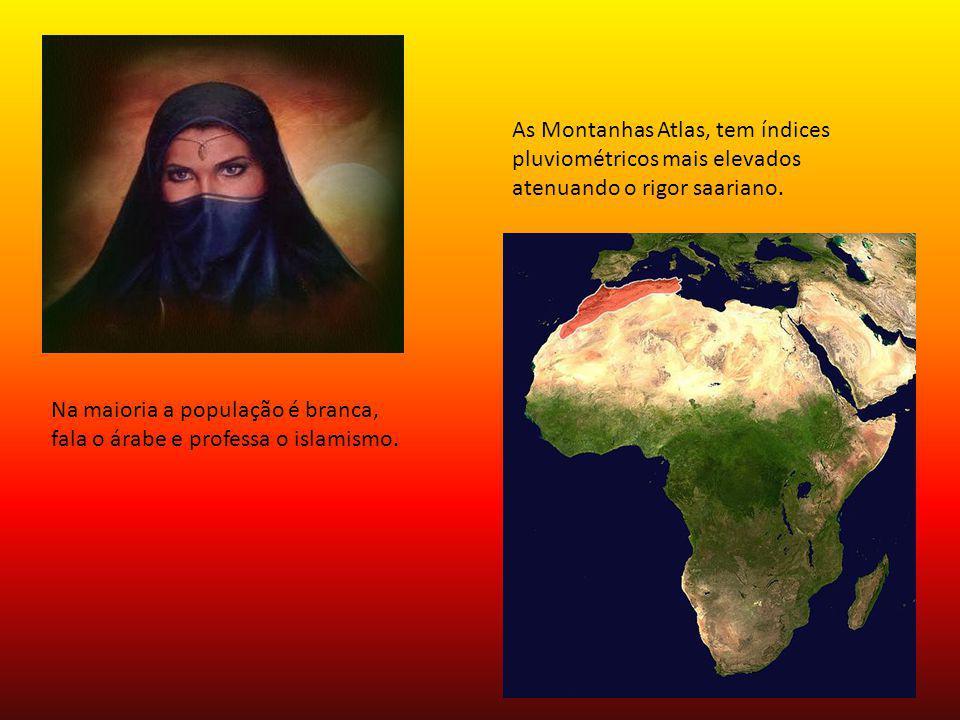 Na maioria a população é branca, fala o árabe e professa o islamismo. As Montanhas Atlas, tem índices pluviométricos mais elevados atenuando o rigor s
