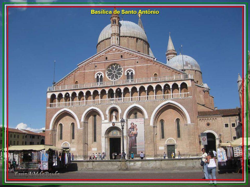 A Basilica del Santo, é um centro mundial do cristianismo. Foi construída entre 1232 e 1394 e possui estilo romântico / gótico à qual não faltam detal