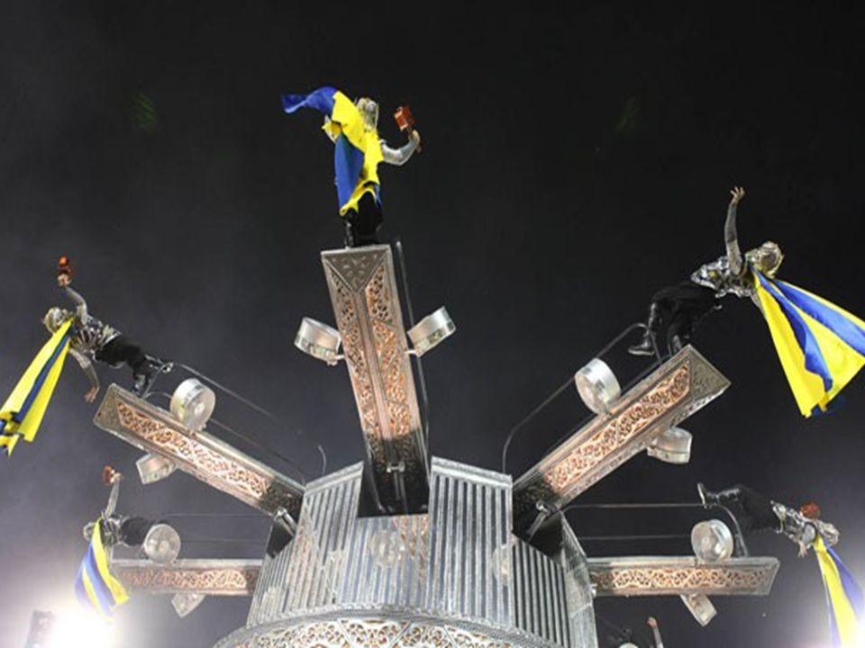 O carnavalesco Paulo Barros não quis revelar os segredos, mas o fato dos integrantes ficarem deitados em pleno ar, pode ser explicado com um bom conto