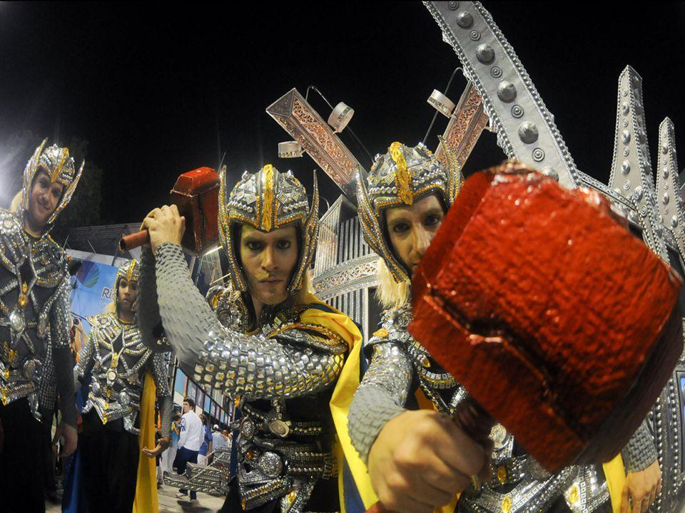 No desfile das escolas de samba, do Grupo Especial, do Rio em 2013, a Unidos da Tijuca trouxe em sua comissão de frente integrantes fantasiados de deu