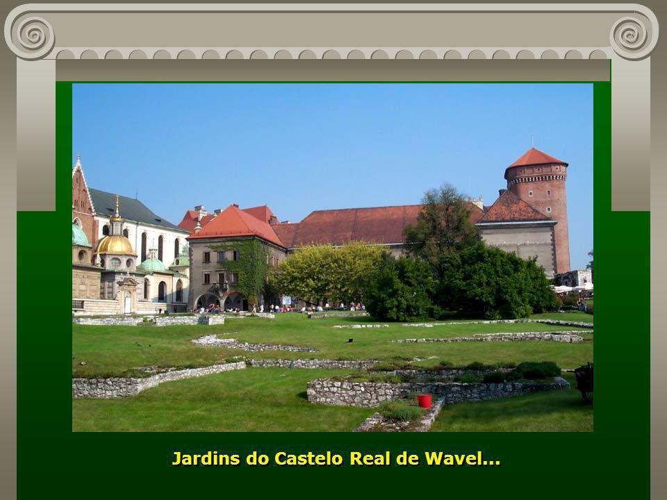Portal de acesso à Colina de Wavel, marco histórico da cidade... Portal de acesso à Colina de Wavel, marco histórico da cidade...