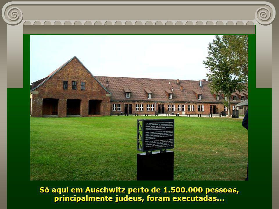 Campo de Concentração de Auschwitz, palco dos maiores horrores, construído pelos nazistas a 70km de Cracóvia, durante a II Guerra...