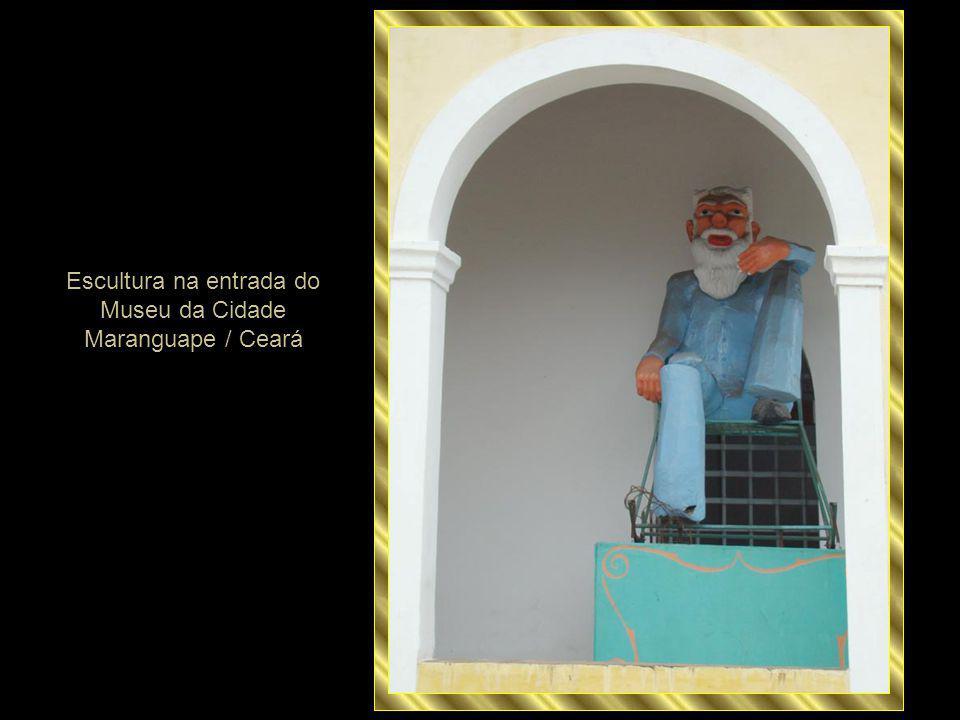 Escultura na entrada do Museu da Cidade Maranguape / Ceará