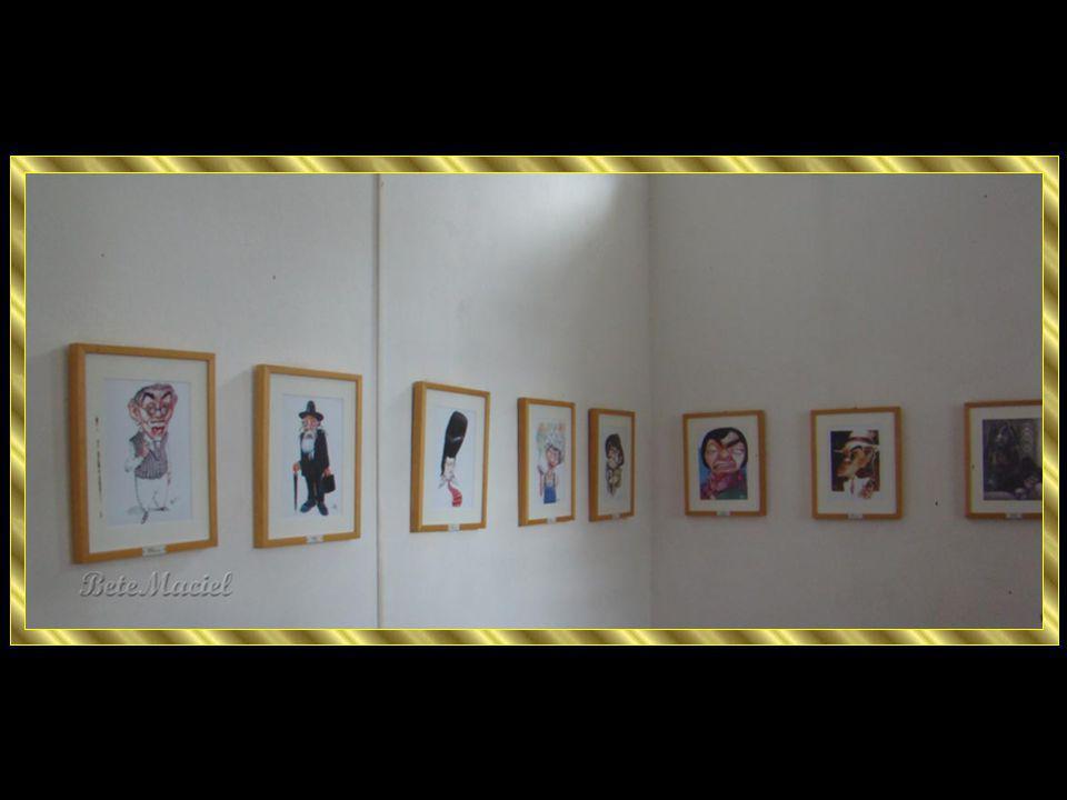 Sala de Marionetes entalhadas em madeira