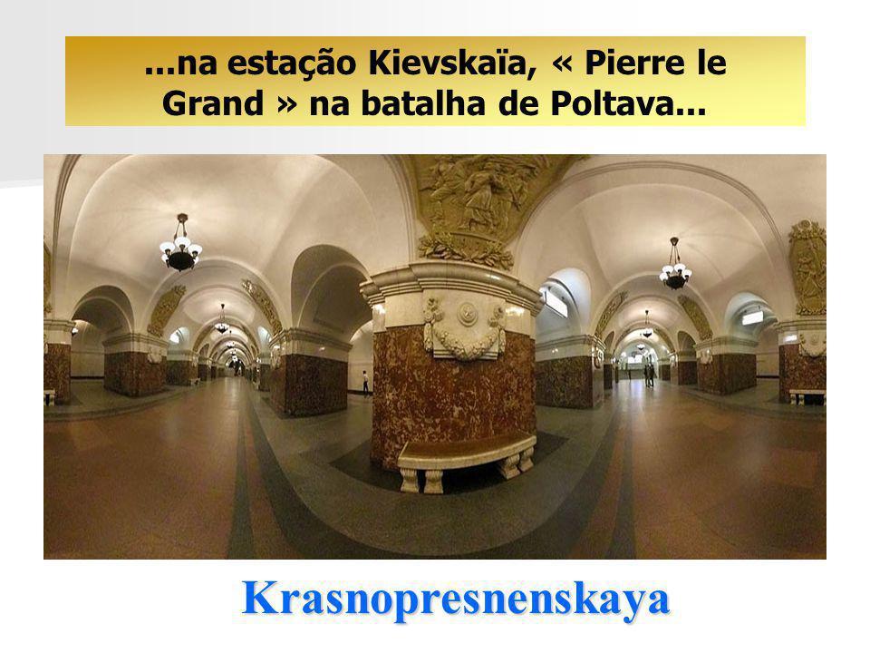 Komsomolskaya... pela fabulosa decoração, pelos medalhões e pelos mosaicos...