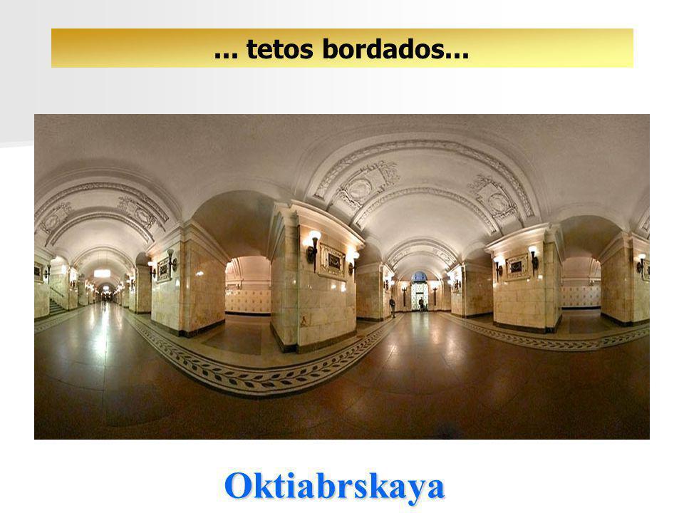 Novoslobodskaya... vitraux...... ícones... luzes e corredores!