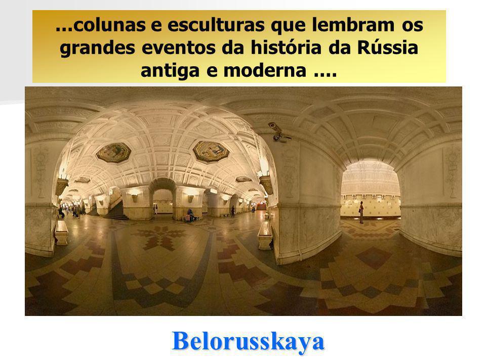Belorusskaya...colunas e esculturas que lembram os grandes eventos da história da Rússia antiga e moderna....