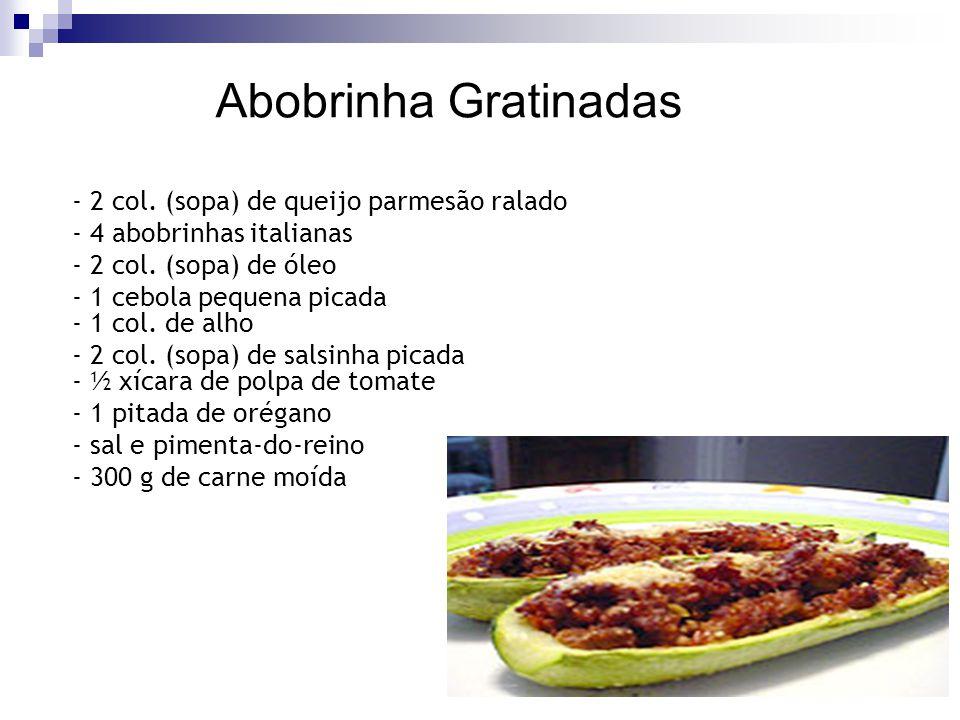 Abobrinha Gratinadas - 2 col. (sopa) de queijo parmesão ralado - 4 abobrinhas italianas - 2 col. (sopa) de óleo - 1 cebola pequena picada - 1 col. de