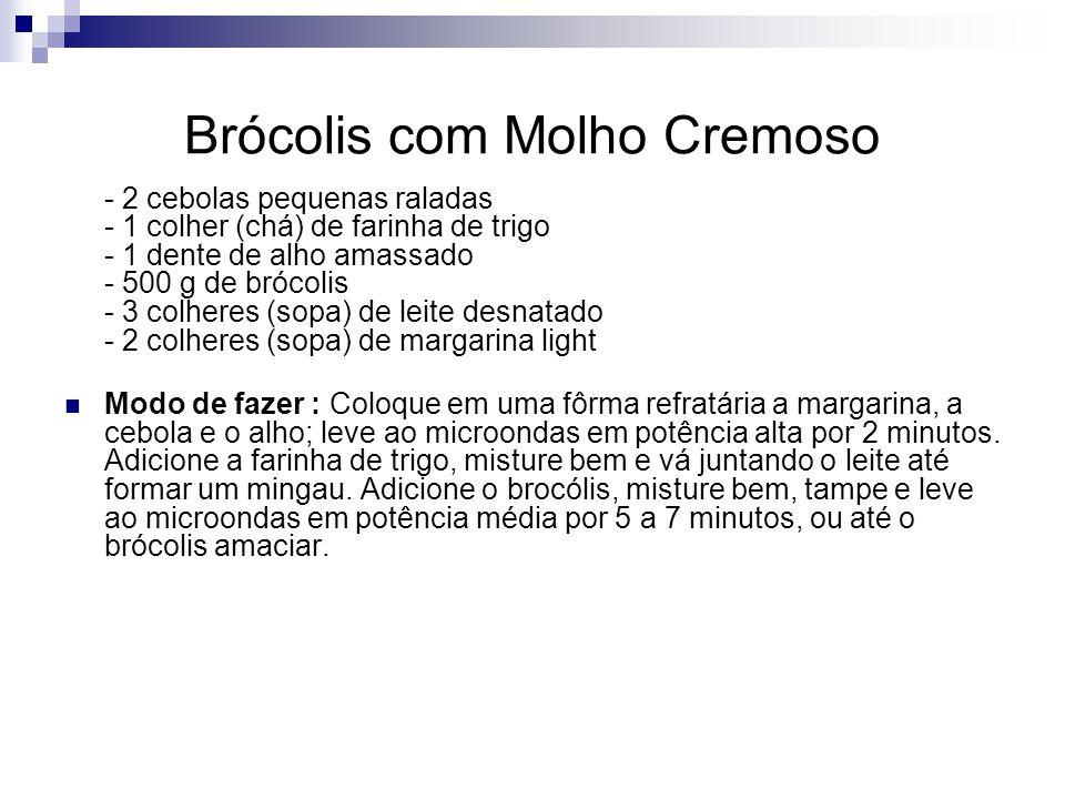 Brócolis com Molho Cremoso - 2 cebolas pequenas raladas - 1 colher (chá) de farinha de trigo - 1 dente de alho amassado - 500 g de brócolis - 3 colher
