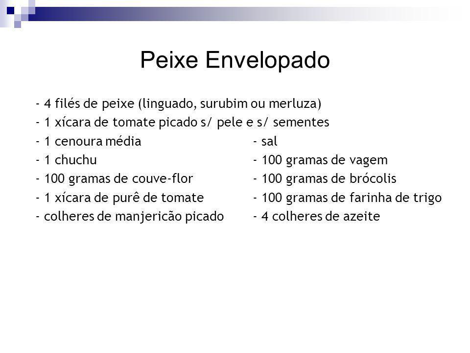 Peixe Envelopado - 4 filés de peixe (linguado, surubim ou merluza) - 1 xícara de tomate picado s/ pele e s/ sementes - 1 cenoura média - sal - 1 chuch
