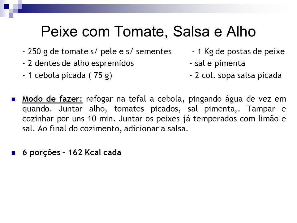 Peixe com Tomate, Salsa e Alho - 250 g de tomate s/ pele e s/ sementes - 1 Kg de postas de peixe - 2 dentes de alho espremidos - sal e pimenta - 1 ceb