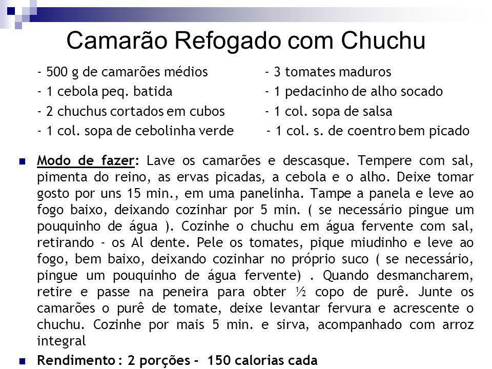 Camarão Refogado com Chuchu - 500 g de camarões médios- 3 tomates maduros - 1 cebola peq. batida - 1 pedacinho de alho socado - 2 chuchus cortados em