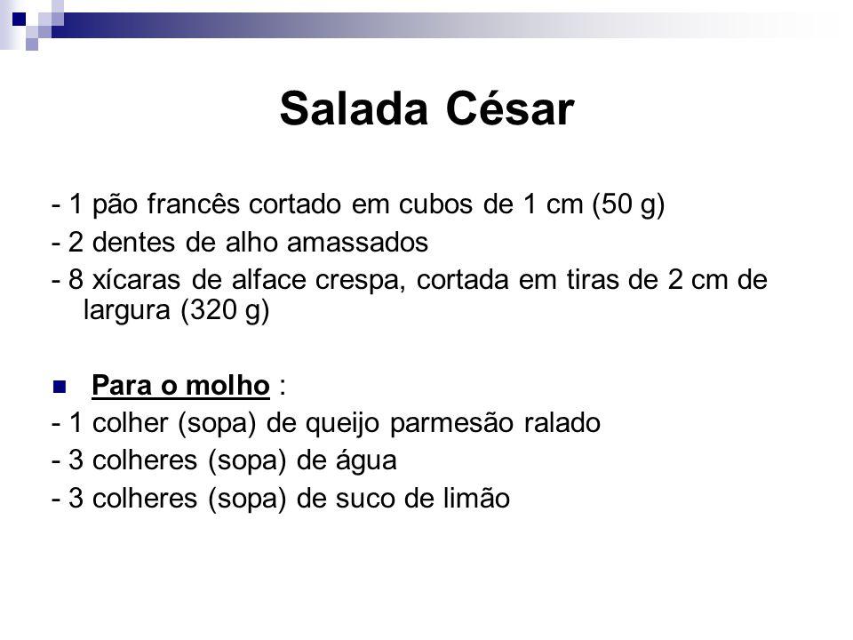 Salada César - 1 pão francês cortado em cubos de 1 cm (50 g) - 2 dentes de alho amassados - 8 xícaras de alface crespa, cortada em tiras de 2 cm de la