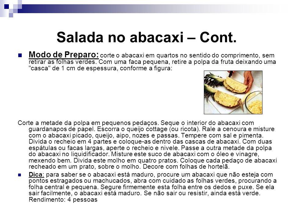 Salada no abacaxi – Cont. Modo de Preparo: corte o abacaxi em quartos no sentido do comprimento, sem retirar as folhas verdes. Com uma faca pequena, r