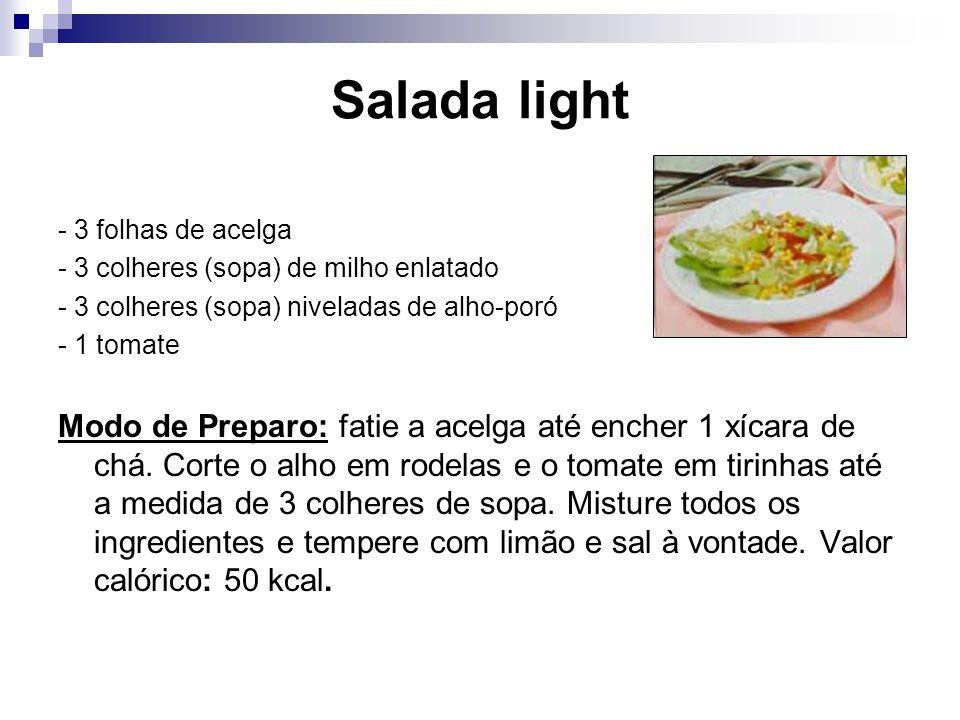 Salada light - 3 folhas de acelga - 3 colheres (sopa) de milho enlatado - 3 colheres (sopa) niveladas de alho-poró - 1 tomate Modo de Preparo: fatie a