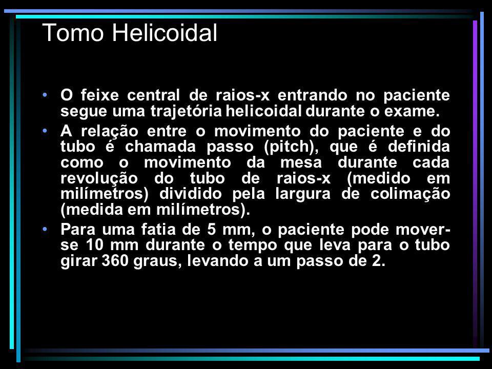 Tomo Helicoidal O feixe central de raios-x entrando no paciente segue uma trajetória helicoidal durante o exame. A relação entre o movimento do pacien