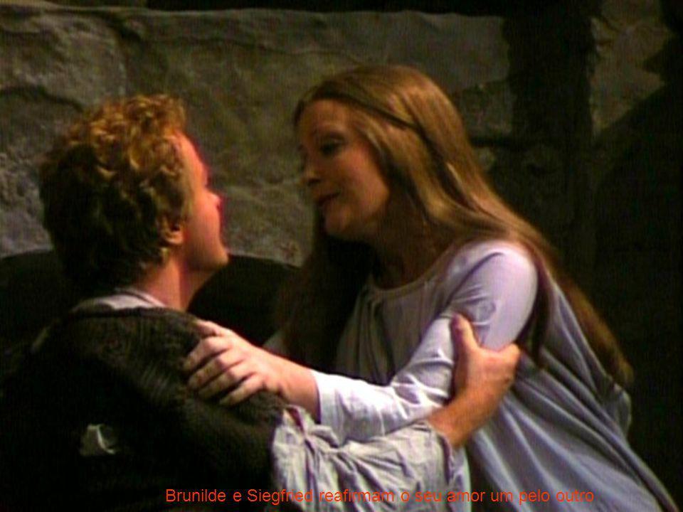 Brunilde e Siegfried reafirmam o seu amor um pelo outro