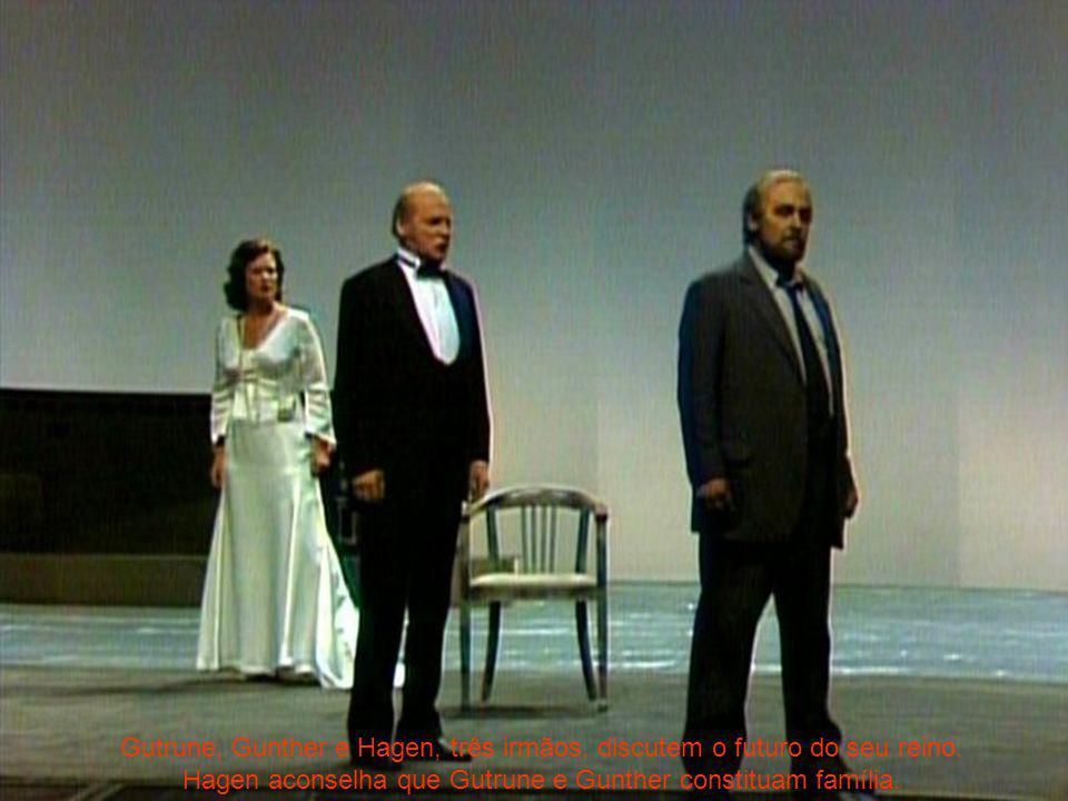 Gutrune, Gunther e Hagen, três irmãos, discutem o futuro do seu reino.